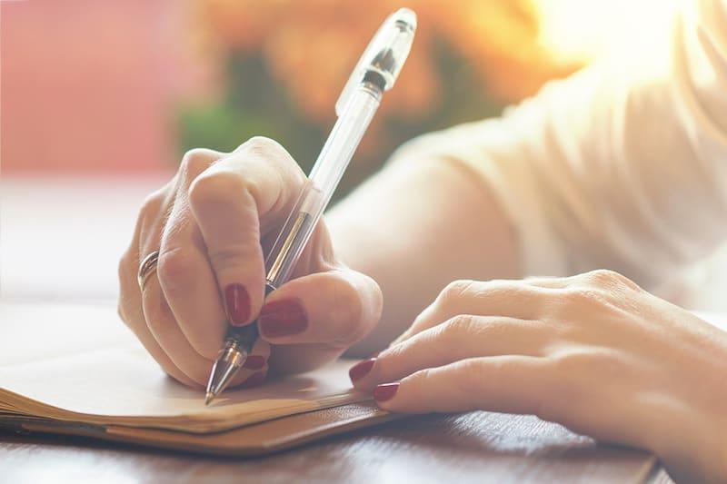 Testamento ológrafo: anécdotas, curiosidades y cómo testar seguro y de forma legal